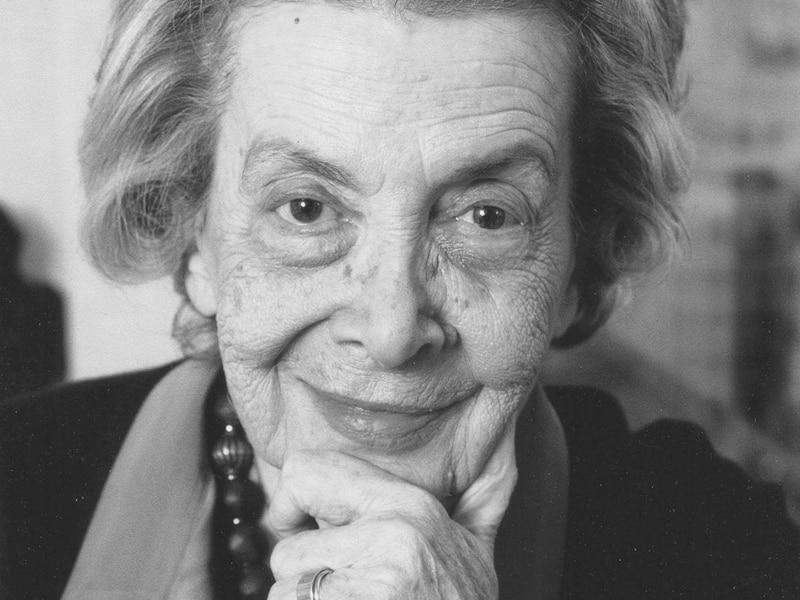 Andrée Chédid, femme de lettre et poétesse française, d'origine libanaise, est décédée le 6 février 2011 à Paris.