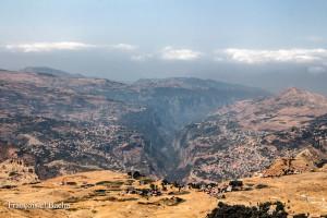 La vallée de Kadisha, vue depuis le sentier qui mène au sommet de Kornet Saouda au Liban. Crédit photo: François el Bacha, tous droits réservés. Visitez mon blog http://larabio.com