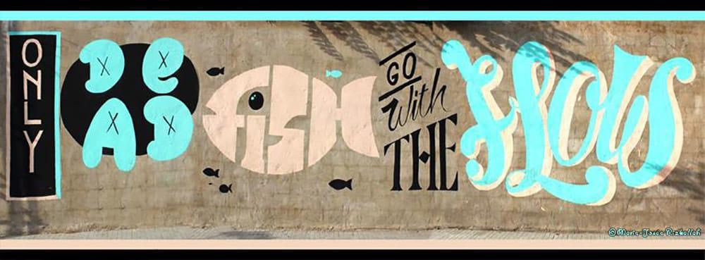 Graffiti sur l'autoroute en allant vers le centre-ville de Beyrouth.