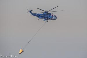 Hélicoptère de l'Armée Libanaise combattant un incendie. Crédit Photo: François el Bacha, tous droits réservés.