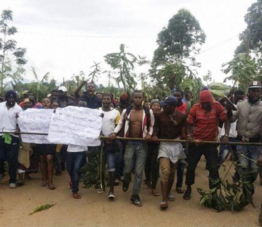 Manifestations contre des mesures jugées discriminatoires envers la minorité camerounaise anglophone le 22 septembre 2017, à Bamenda, dans le nord-ouest du pays. AFP