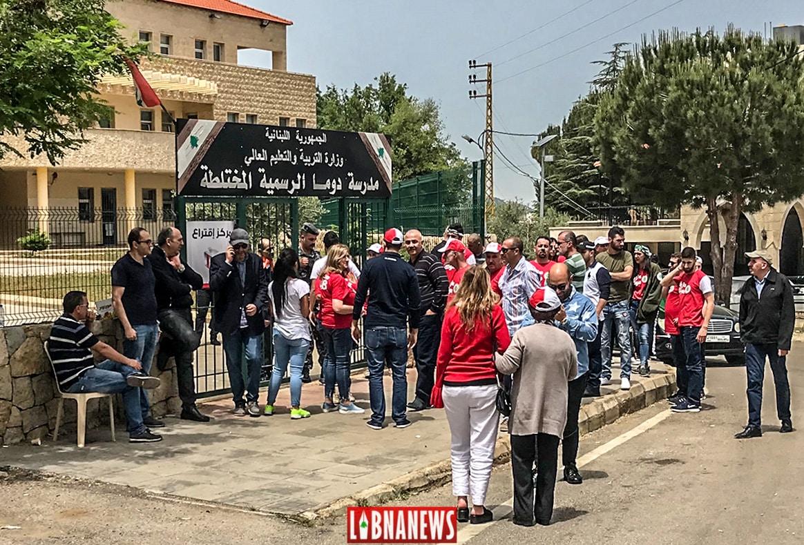 Devant le centre électoral de Douma, Nord Liban. Crédit photo: Libnanews.com