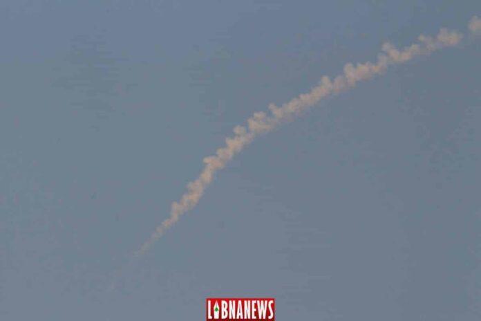 Des traces de leurres lancés le 4 septembre 2018 par des avions israéliens survolant la région du Kesrouan. Crédit Photo: Libnanews.com, tous droits réservés.