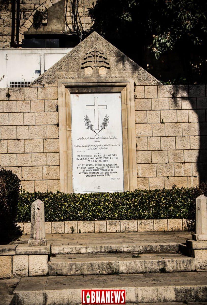 Stèle et monument en mémoire des victimes des massacres de 1860.