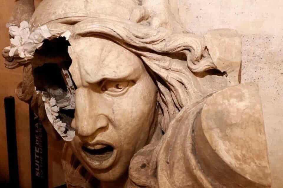 La Marianne défigurée de l'Arc de Triomphe, une photographie largement partagée sur les réseaux sociaux. Crédit Photo DR.