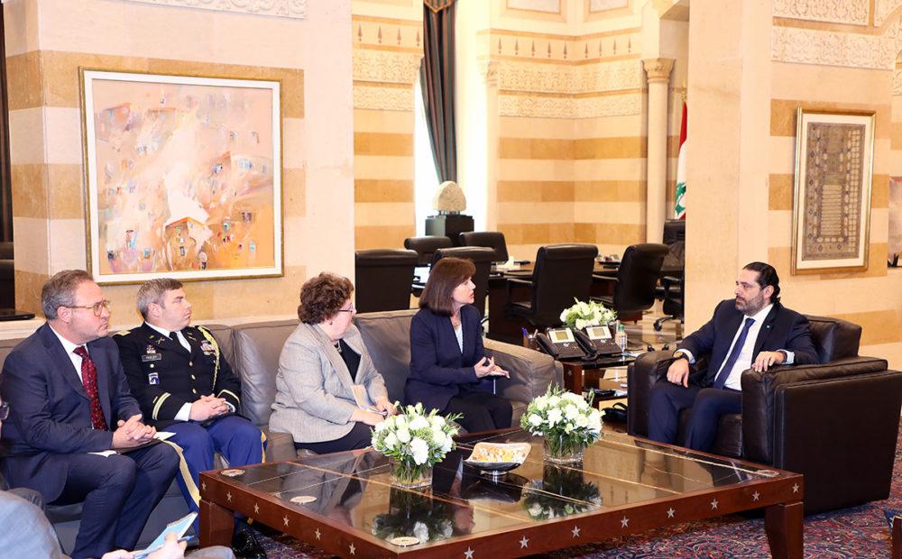 L'ambassadrice américaine Elizabeth Richards accompagnée par une délégation américaine à la rencontre du Premier Ministre Libanais Saad Hariri, 19 février 2019. Crédit Photo: Dalati & Nohra