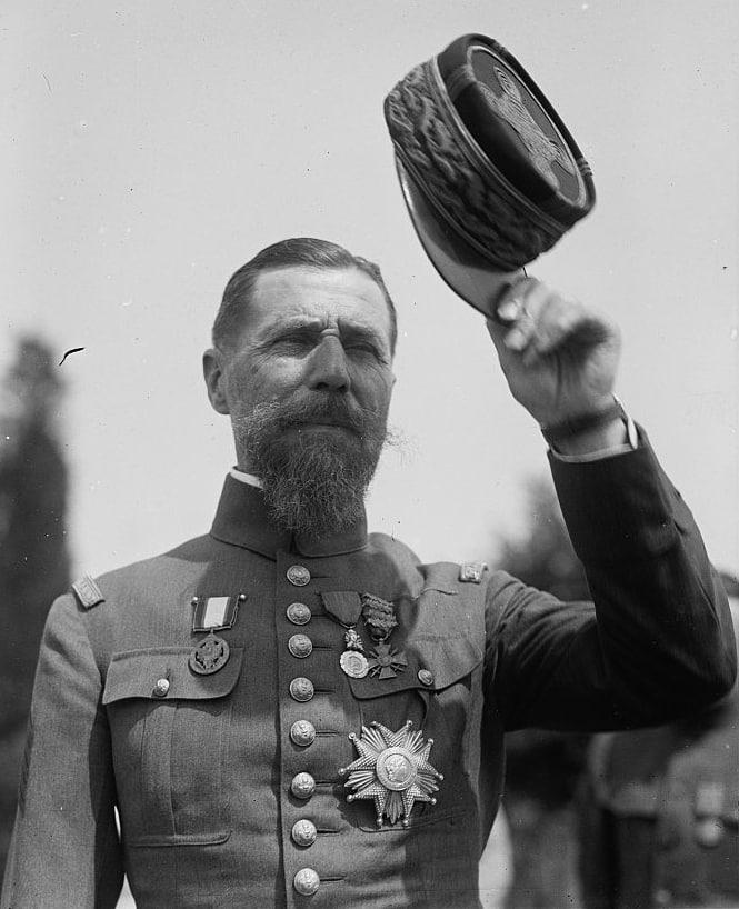 Le général Henri Joseph Eugène Gouraud en 1923, alors Haut Commissaire du Levant. Source Photo: Wikipedia
