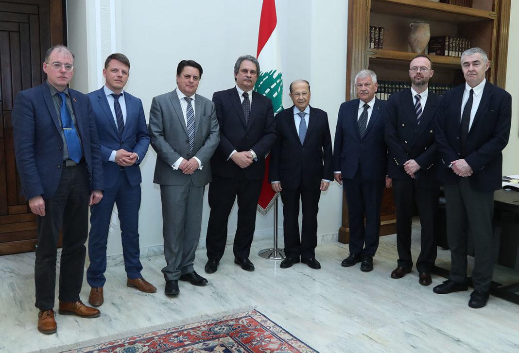 Le Président de la République, le Général Aoun, en compagnie d'une délégation de parlementaires européens, le Vendredi 15 Mars 2019. Crédit Photo: Dalati & Nohra