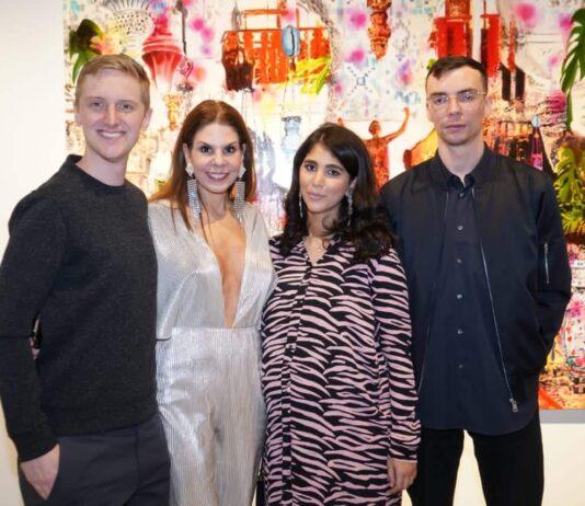 L'artiste Jonathan Chapline, la commissaire de l'exposition Maria Brito, la propriétaire de la galerie Hind Ahmad et l'artiste Canyon Castator.