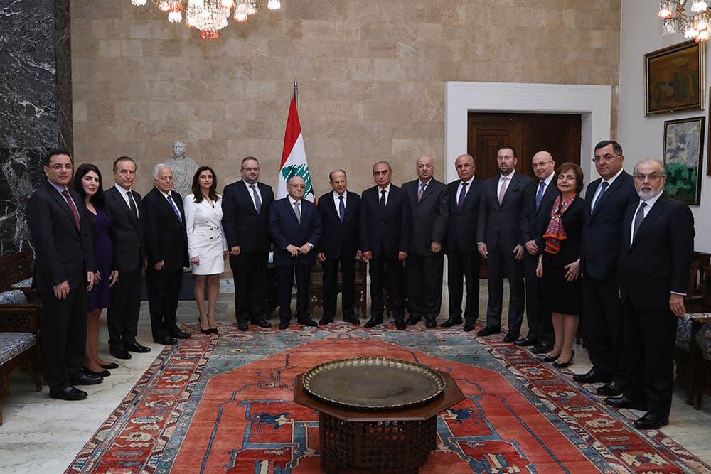 Le Président de la République accueillant une délégation de la Ligue Maronite. Crédit Photo: Dalati & Nohra