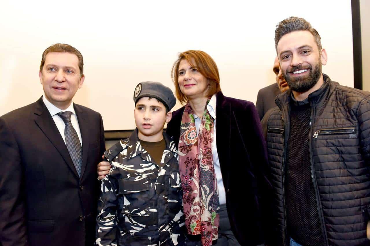 Le jeune Ali AbdelKader avec la Ministre de l'intérieur. Source Photo: Facebook