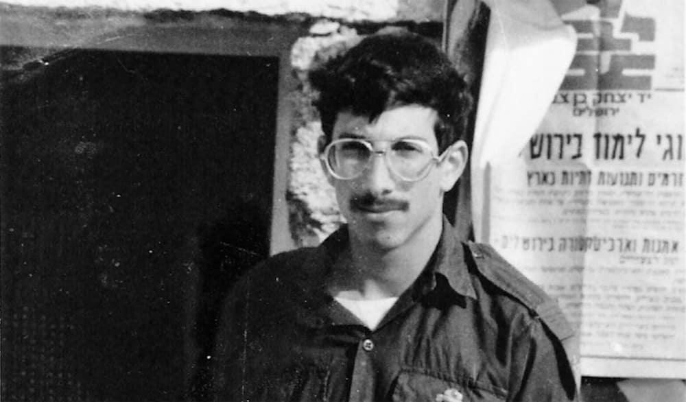 Le soldat israélien Zachary Baumel dont la dépouille a été remise à Israël 37 ans après la bataille de Sultan Yacoub lors de l'invasion israélienne du Liban par la Russie.