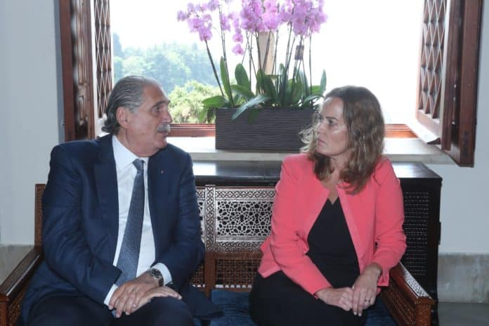 Le Ministre Salim Jreissati avec la chargé d'affaire de la France au Liban, Salina Grenet-Catalano. Crédit Photo: Dalati & Nohra