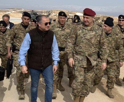 Le Ministre de la Défense Elias Bou Saab avec le Commandant de l'Armée Libanaise, Joseph Aoun. Source Photo: Twitter