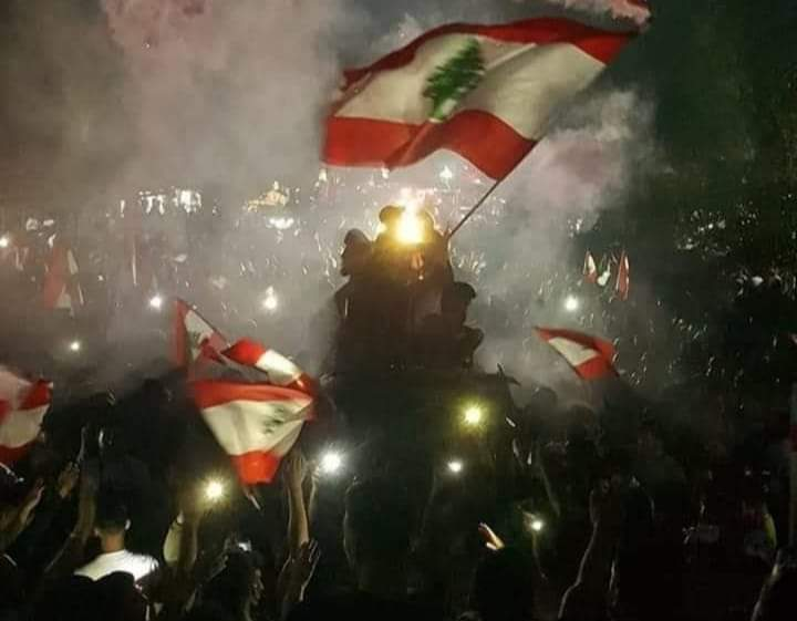 Le drapeau libanais à Nabatiyé, la Liberté guidant le peuple. ( Source Photo Facebook, DR)
