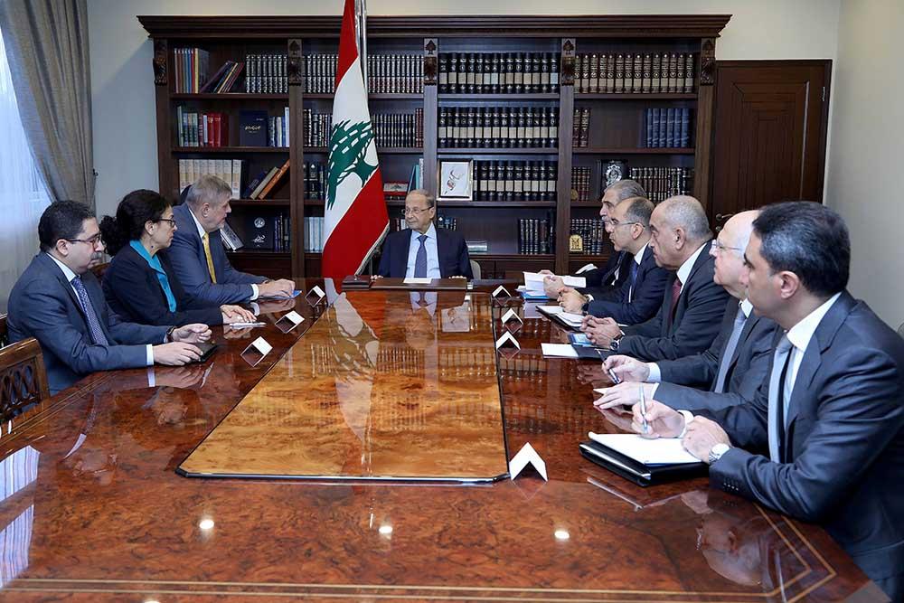 Le coordinateur spécial de l'ONU pour le Liban, avec le Président de la République, le Général Michel Aoun, le 19 novembre 2019. Crédit Photo: Dalati & Nohra