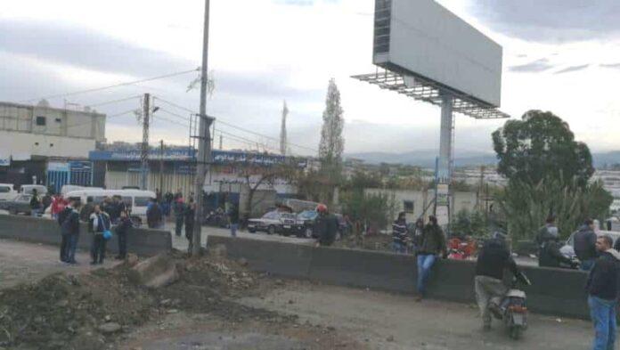 la principale route internationale Minya - Al-Abda, porte d'entrée de la région du Akkar, coupée à la circulation. Crédit Photo: NNA