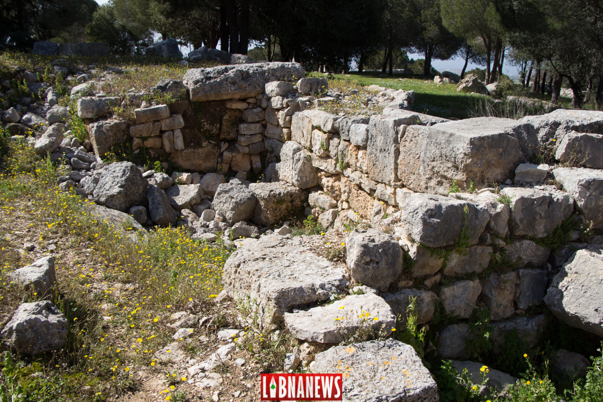 Structures récentes situées à proximité du temple est d'Ein Akrine. Crédit Photo: François Bacha pour Libnanews.com