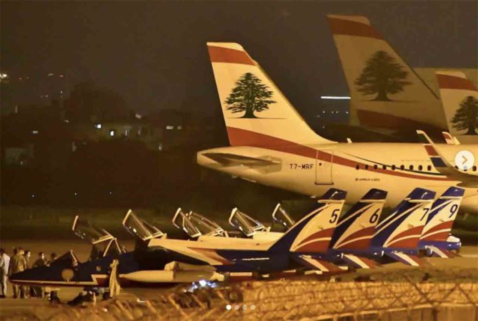 Les avions de la patrouille de France sur le tarmac de l'aéroport international de Beyrouth. Source Photo: Instagram.