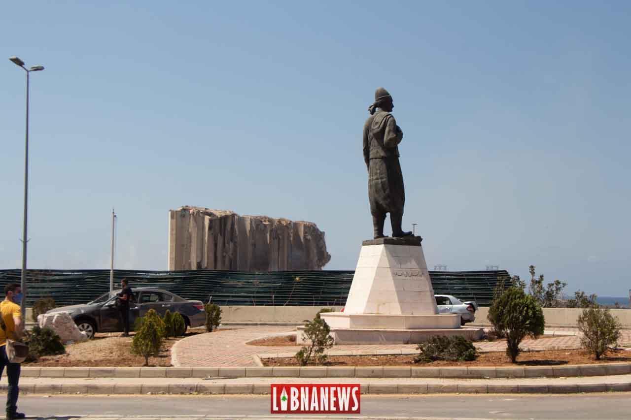La statue de l'émigré, situé à proximité du Port de Beyrouth. Crédit Photo: Francois el Bacha pour Libnanews.com. Tous droits réservés.