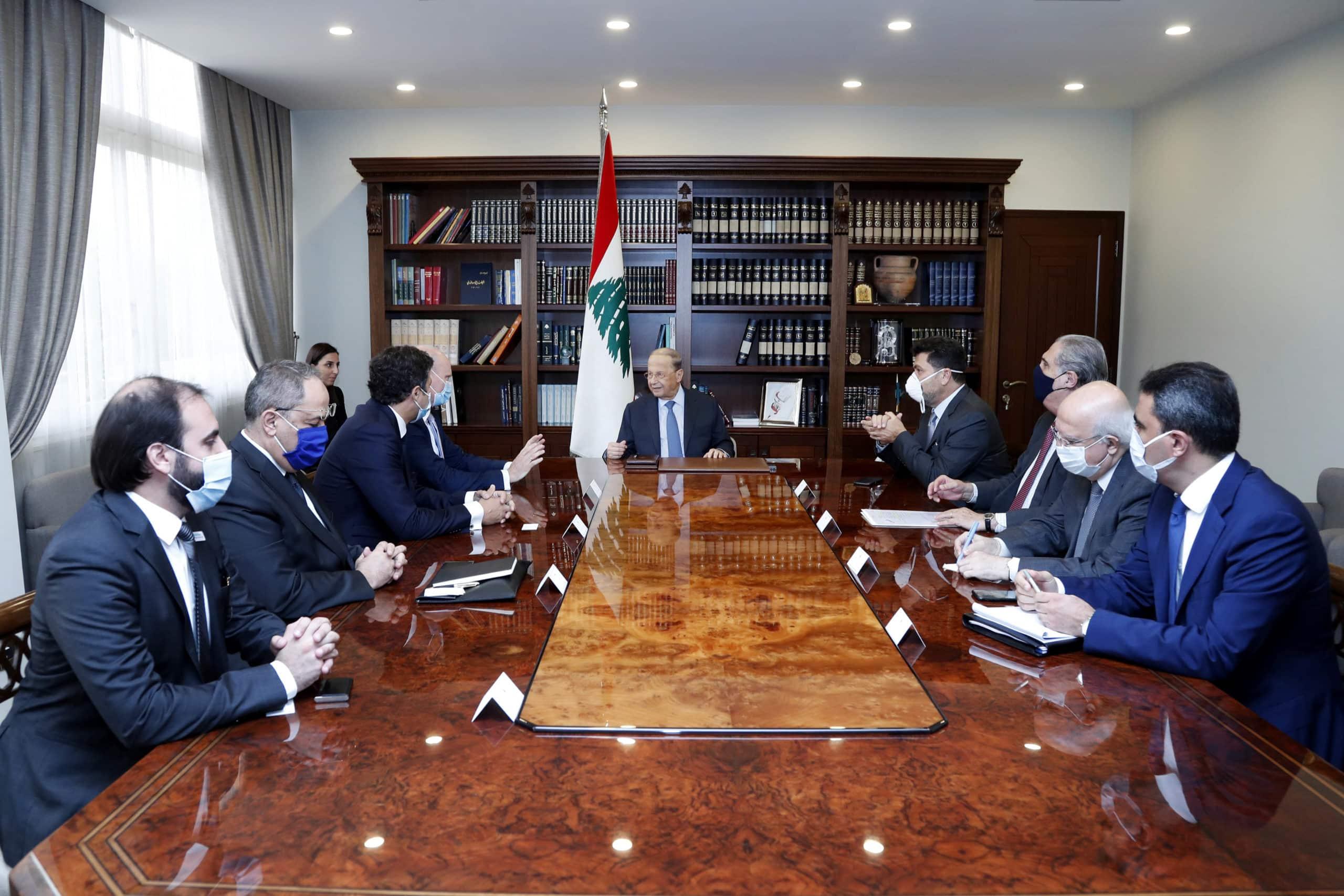 Le Président de la République libanaise rencontrant une délégation de Siemens, le 2 septembre 2020.