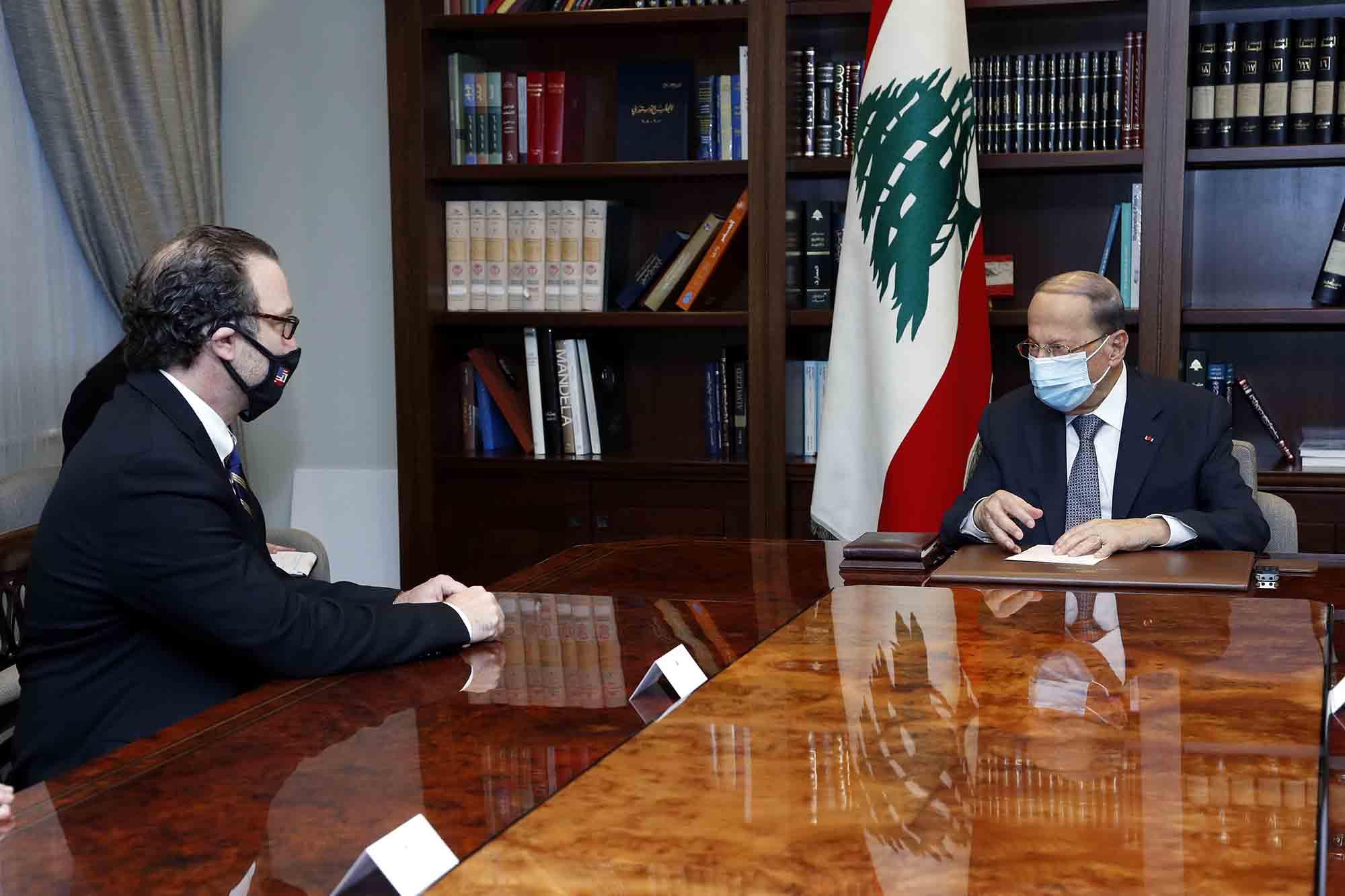 Le médiateur américain David Schenker avec le Président de la République, le général Michel Aoun, vendredi 16 octobre 2020. Crédit Photo: Dalati & Nohra