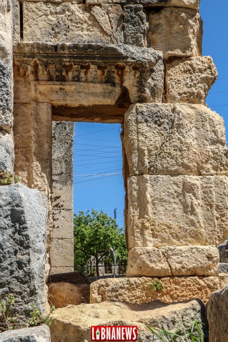 Fenêtre du côté nord. Le temple romain de Bziza. Crédit Photo: François el Bacha, pour Libnanews.com. Tous droits réservés.