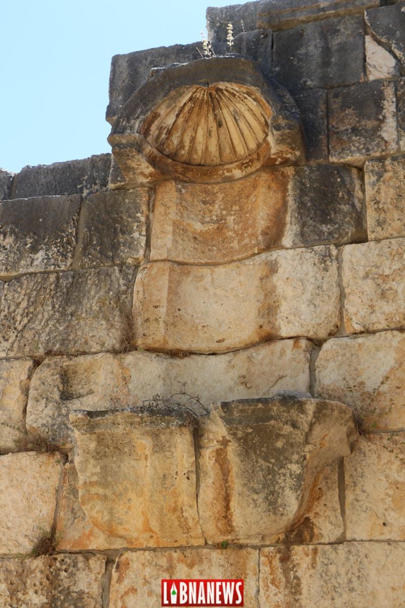 Niche pour les statues des divinités. Le temple romain de Bziza. Crédit Photo: François el Bacha, pour Libnanews.com. Tous droits réservés.
